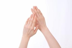 手あれのひび割れ予防に早めにしておきたい対策とケア