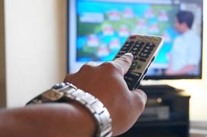 節電対策 家庭でのテレビの明るさと音量調整で消費を減らす